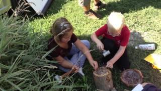Bohóckalapács - népi játékok - Szennai iskolások