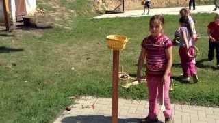 Csirke pofozó - népi játékok - Szennai iskolások
